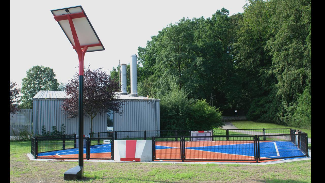 Yalp Solar und Yalp Toro - Mehrzwecksporplatz bei Franz Stock Gymnasium in Arnsberg
