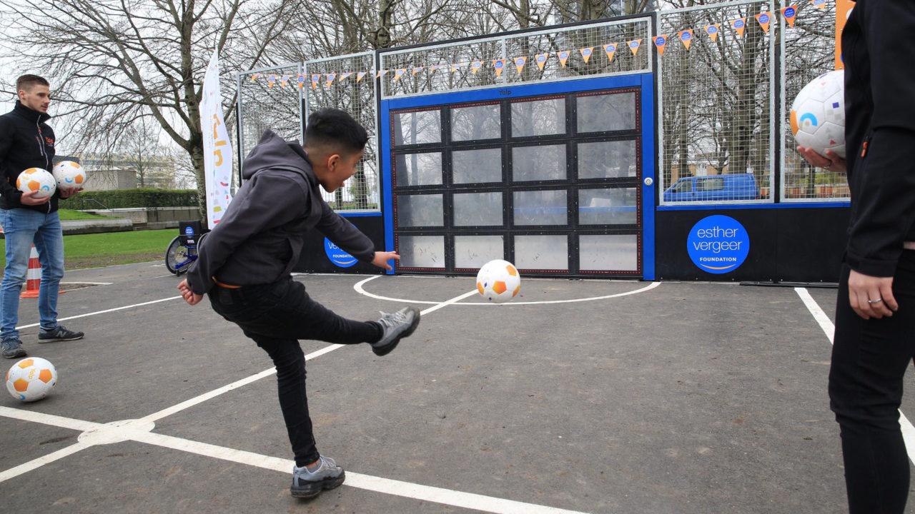 Yalp Sutu - Fußballwand - im öffentlichen Raum