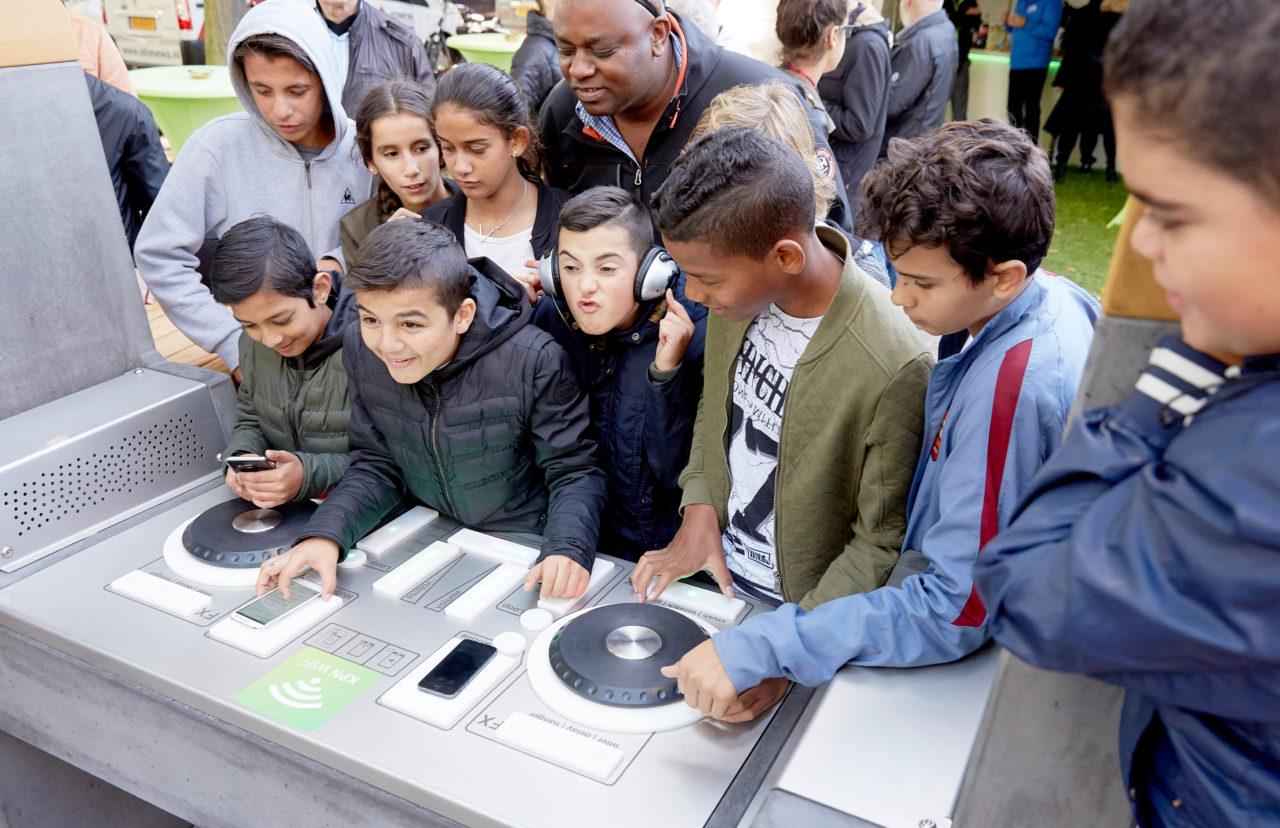 Yalp Fono - DJ Pult - Im öffentlichen Raum