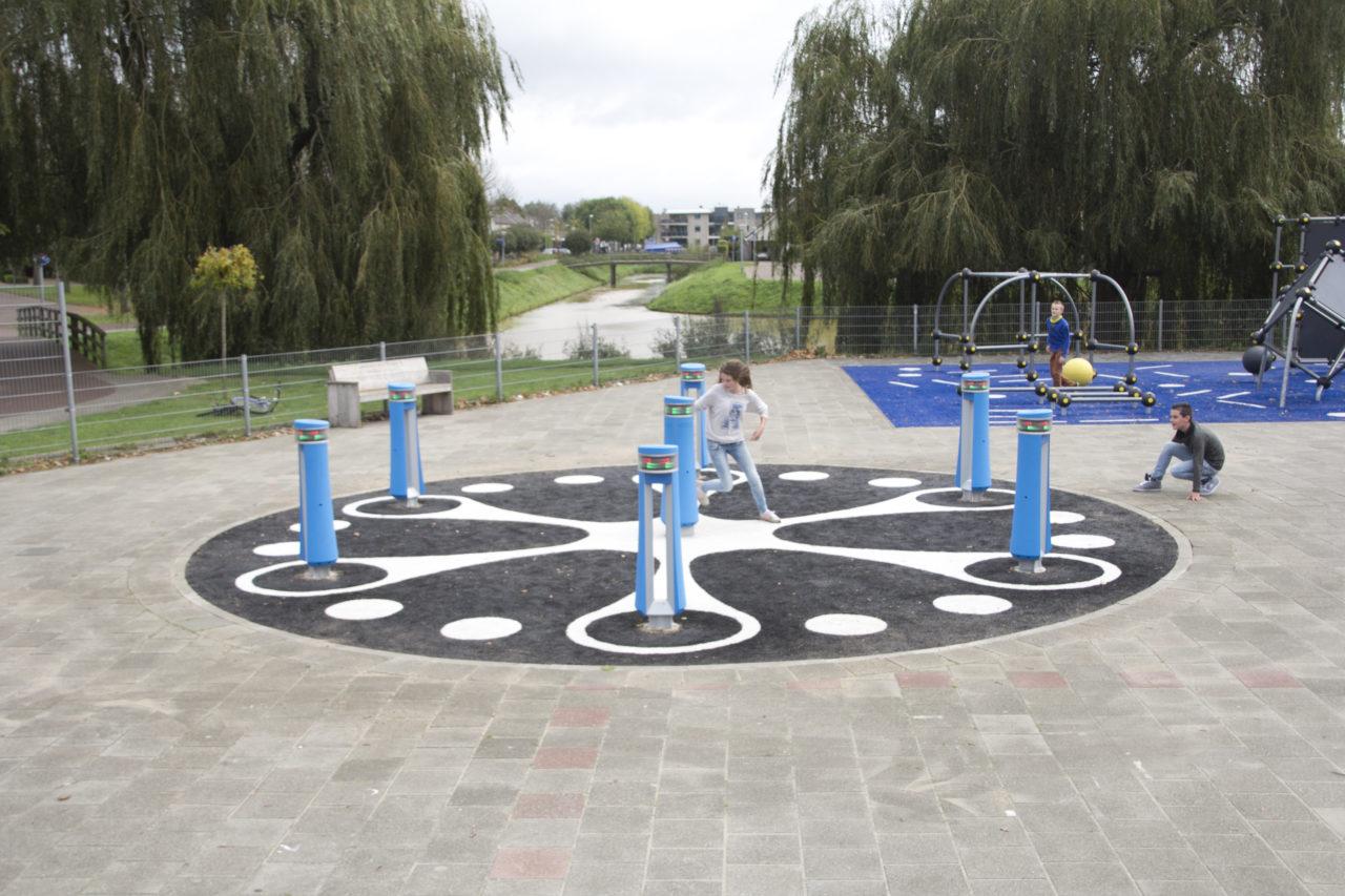 Yalp Memo - Spielsäulen - Auf dem Schulhof in Rijssen (NL)