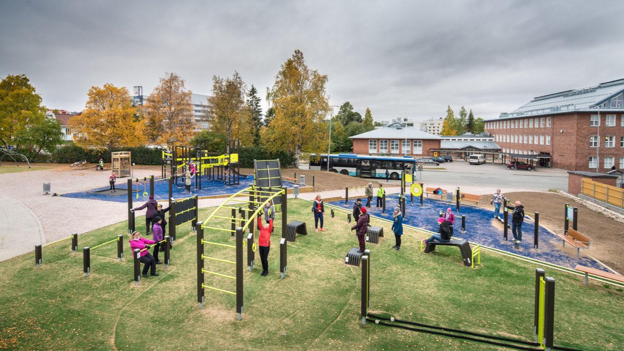 Schaffen Sie einen Sportplatz mit mehreren Sportmöglichkeiten!