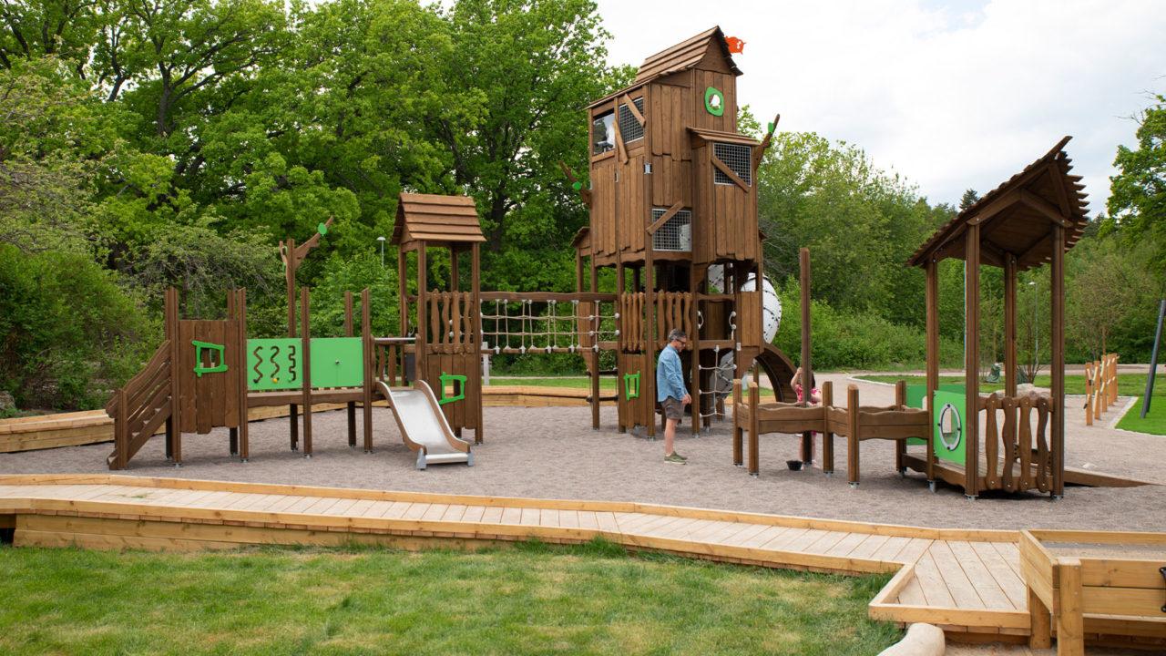 Ob großer oder kleiner Spielplatz, das ist egal! Flora bietet Möglichkeiten für jede Fläche!
