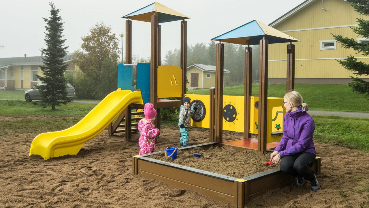 Die Farben, Formen, Materialien und Dimensionen der Rahmen regen die natürliche Bewegungs- und Spielfreude der Kinder an