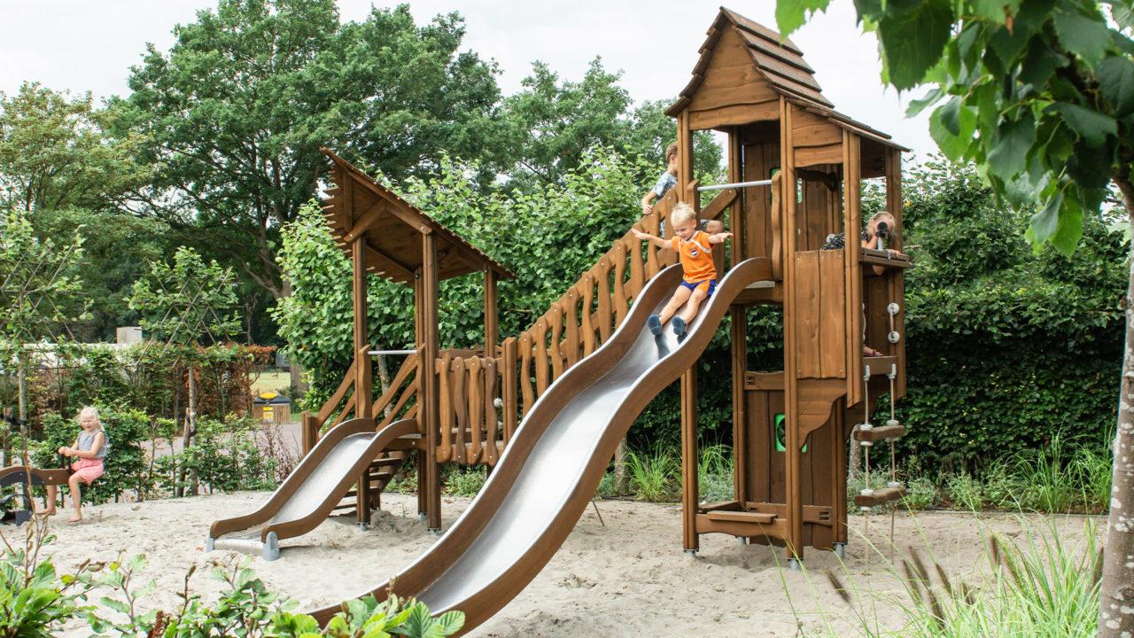 Klettertürme mit Spielelementen für Jung und Alt